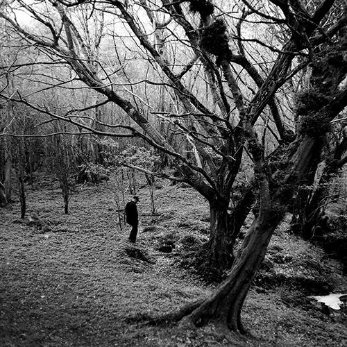 2013 pavasarį aplankėme draugą, gyvenantį Airijoje. Apsuptas bekraščių pilko akmens panoramų, lietaus išaugintų tankių pakelės džiunglių, Styvenas pasaulį spalvina kiek kitaip. Kurdamas savo pasaulį. >>>