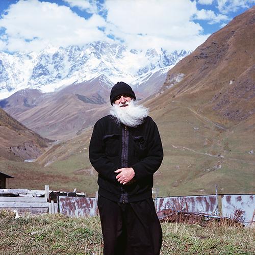 Galvoje įstrigo jaukus pokalbis apie gyvenimą vienumoje, kaip besišypsodamas vienuolis vis sakė, kad jo buvimas nuotraukoje tik sugadina kadrą su nuostabia kalnų panorama... >>><br>